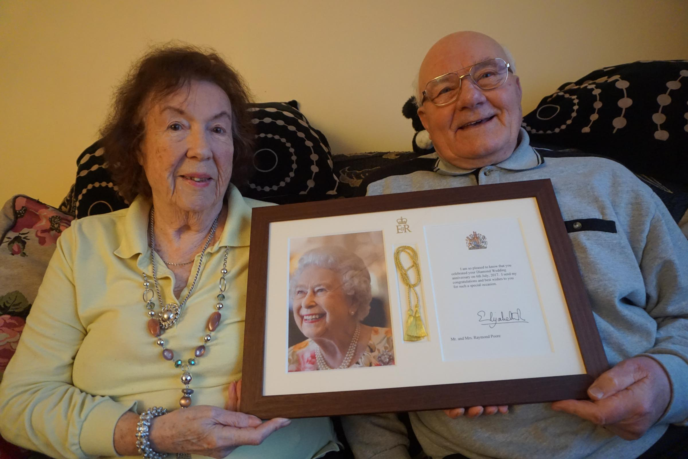 Raymond and Lilian Poore with their message from the Queen