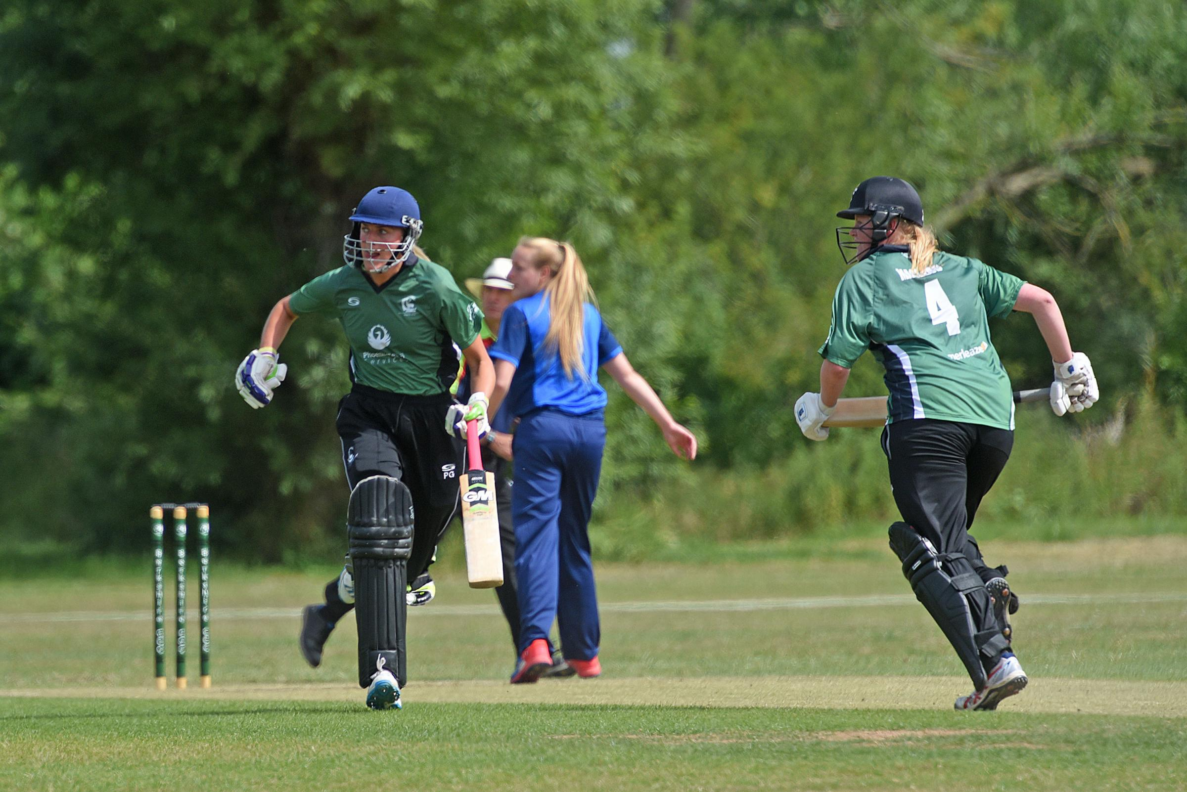 Berkshire women (green) lost to Hampshire and Durham     Picture by Emma Sheppard   180668