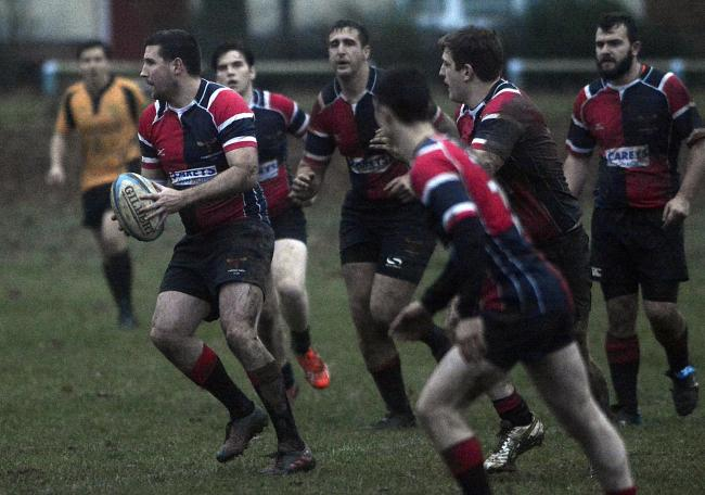 Jason Townsend (ball in hand) scored a late try as Phoenix beat Berkshire Shire Hall 31-27 in the Berks, Bucks & Oxon Championship on Saturday.