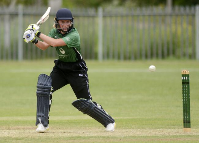 (190570) Berkshire Ladies (green) v Durham (blue) - pics by Paul Johns.Sophie Day.